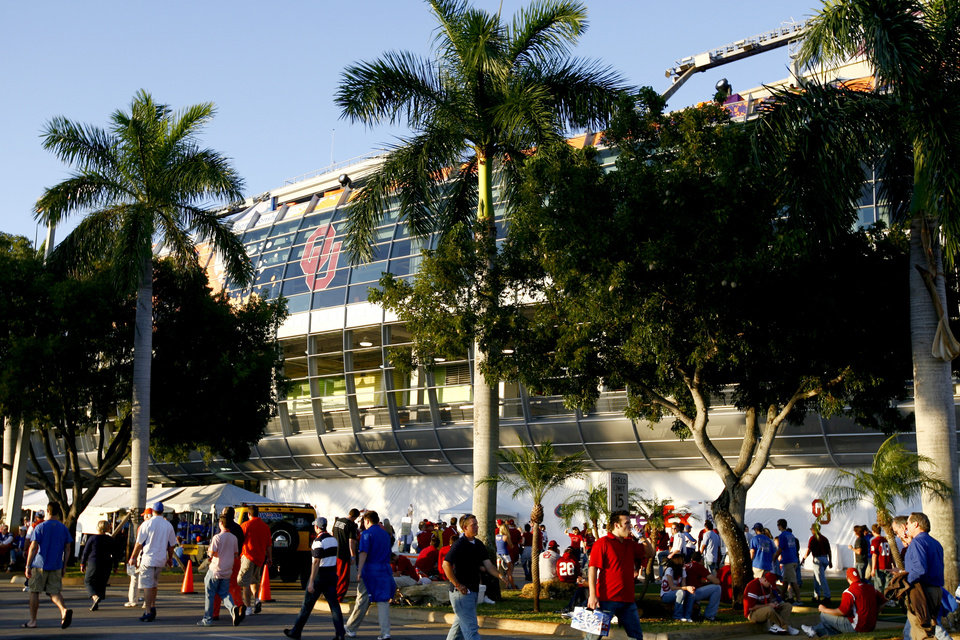 Photo - Fans walk outside the stadium before the BCS National Championship college football game between the University of Oklahoma Sooners (OU) and the University of Florida Gators (UF) on Thursday, Jan. 8, 2009, at Dolphin Stadium in Miami Gardens, Fla. 