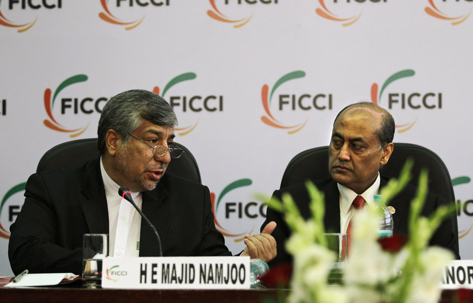Photo -   Federation of Indian Chambers of Commerce and Industry President, R. V. Kanoria, right, listens as Iranian Energy Minister Majid Namjoo speaks at an interactive business meeting with FICCI members in New Delhi, India, Wednesday, Oct. 10, 2012. (AP Photo/Altaf Qadri)