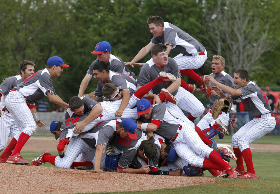 Photo - CLASS 2A HIGH SCHOOL BASEBALL / STATE TOURNAMENT / CELEB RATION / DOG PILE: Silo celebrates after beating Dale in the Class 2A state baseball tournament championship game in Shawnee, Okla., Saturday, May 11, 2013. Photo by Bryan Terry, The Oklahoman