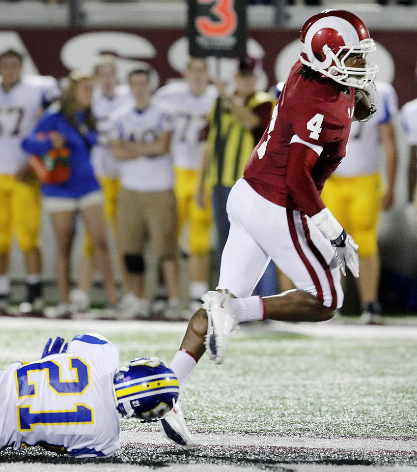 HIGH SCHOOL FOOTBALL: Owasso\'s Keon Hatcher slips by Stillwater\'s Davyn Thompson en route to a touchdown from a reception in the 1st half of their game at Owasso, OK Oct. 14, 2011. MICHAEL WYKE/Tulsa World ORG XMIT: DTI1110142141468637