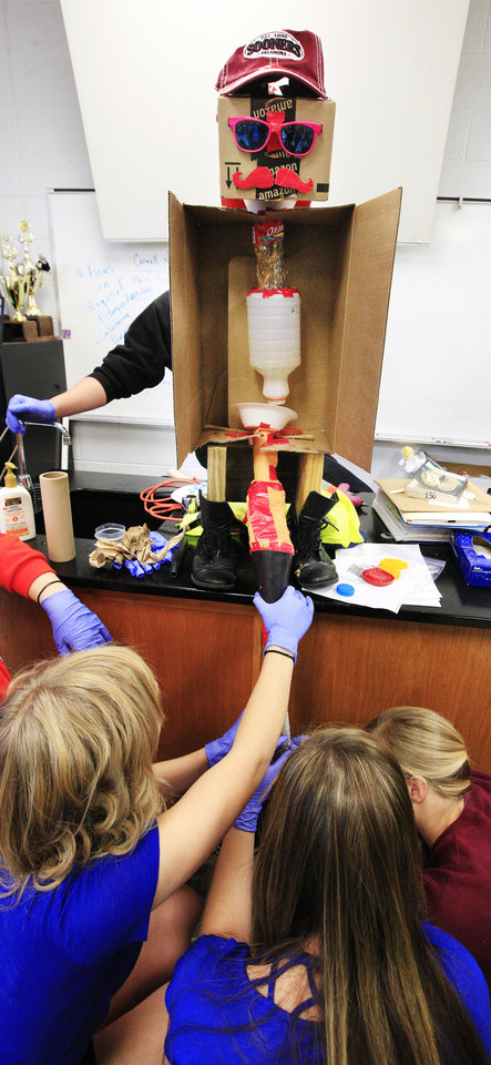 Photo -      Students put together a digestive system during an anatomy and physiology class at Putnam City High School. Photo by Paul B. Southerland, The Oklahoman   PAUL B. SOUTHERLAND -