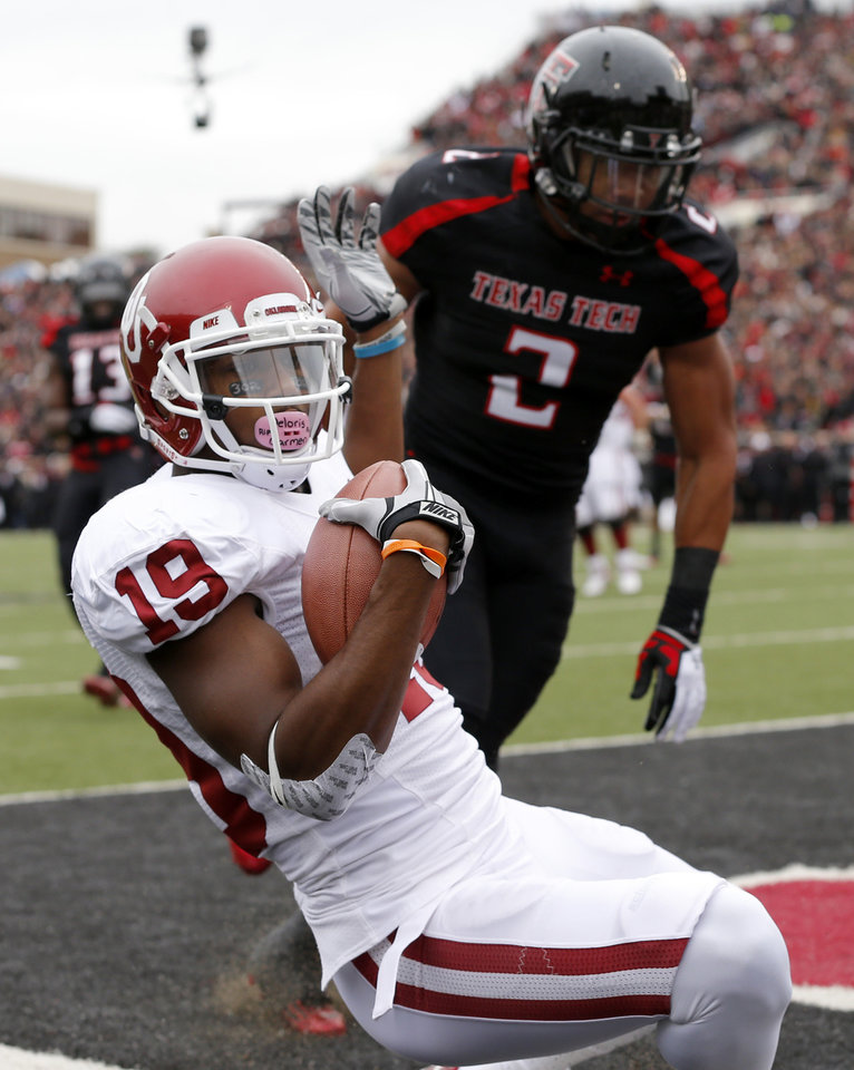 Photo - Oklahoma's Justin Brown (19) catches a touchdown pass in front of Texas Tech's Cornelius Douglas (2) during a college football game between the University of Oklahoma (OU) and Texas Tech University at Jones AT&T Stadium in Lubbock, Texas, Saturday, Oct. 6, 2012. Photo by Bryan Terry, The Oklahoman