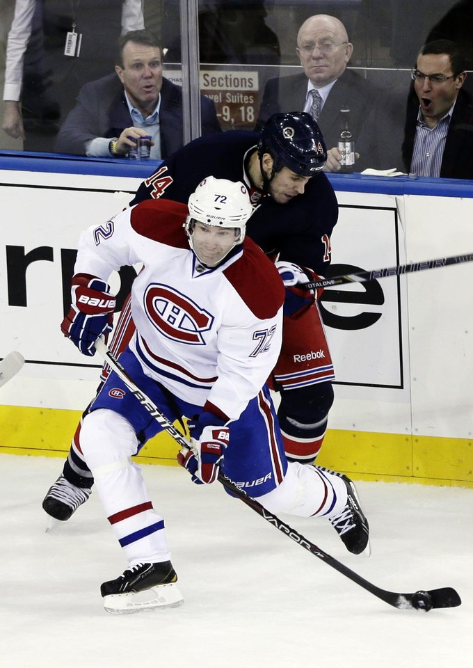 Photo - Montreal Canadiens' Erik Cole (72) fights for control of the puck with New York Rangers' Taylor Pyatt during the first period of an NHL hockey game, Tuesday, Feb. 19, 2013, in New York. (AP Photo/Frank Franklin II)