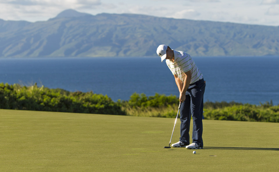 Photo - Jordan Spieth putts on the 14th green during the third round of the Tournament of Champions golf tournament, Sunday, Jan. 5, 2014, in Kapalua, Hawaii. (AP Photo/Marco Garcia)