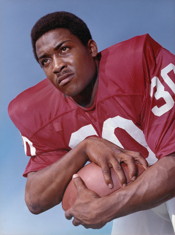 Photo - University of Oklahoma senior running back Greg Pruitt in posed COLOR staff photo by Al McLaughlin probably taken in August of 1972.   Photo ran in the 9/3/72 and 10/24/89 Daily Oklahomans.  File:  College Football/OU/Greg Pruitt/1972
