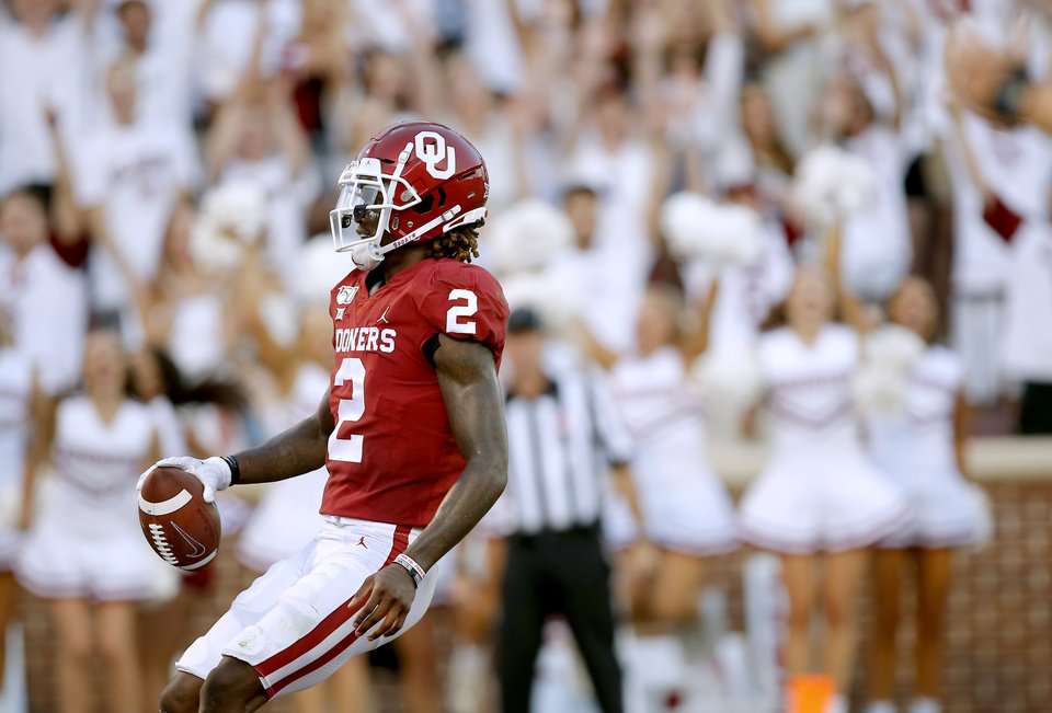 Photo - Oklahoma's CeeDee Lamb (2) scores a touchdown in the second quarter during a college football game between the University of Oklahoma Sooners (OU) and the Houston Cougars at Gaylord Family-Oklahoma Memorial Stadium in Norman, Okla., Sunday, Sept. 1, 2019. [Sarah Phipps/The Oklahoman]