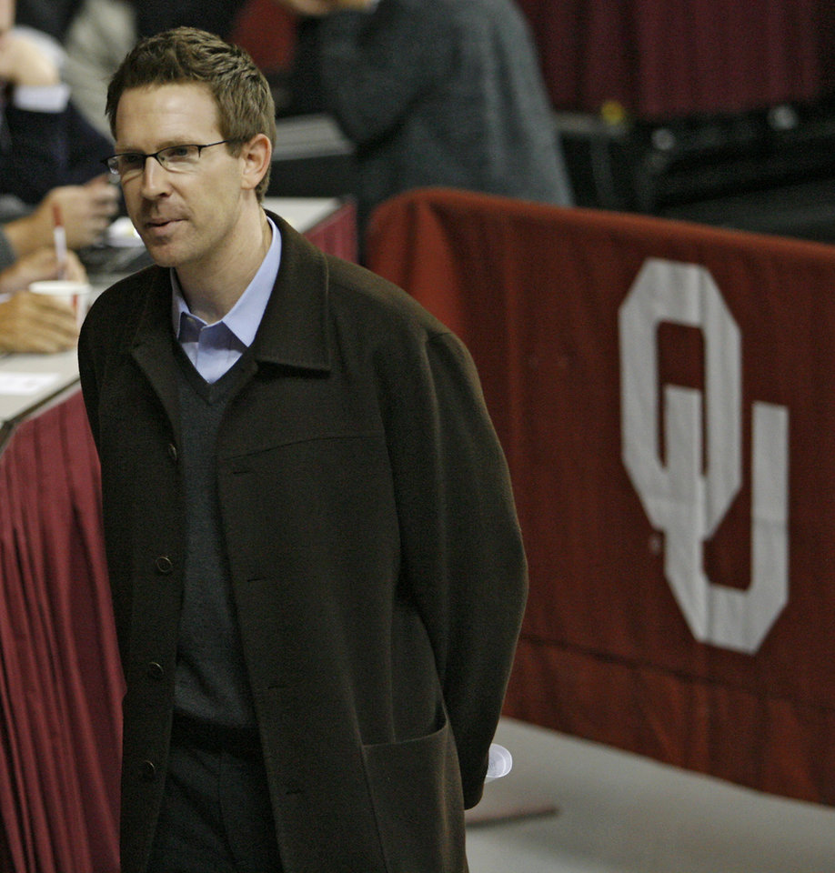 Photo - Oklahoma City Thunder NBA basketball team general manager Sam Presti talks with NBA scouts before the preseason NIT college basketball game between the University of Oklahoma (OU) and Davidson University on Tuesday, Nov. 18, 2008 at the Lloyd Noble Center in Norman, Okla.  STAFF PHOTO BY CHRIS LANDSBERGER  ORG XMIT: KOD