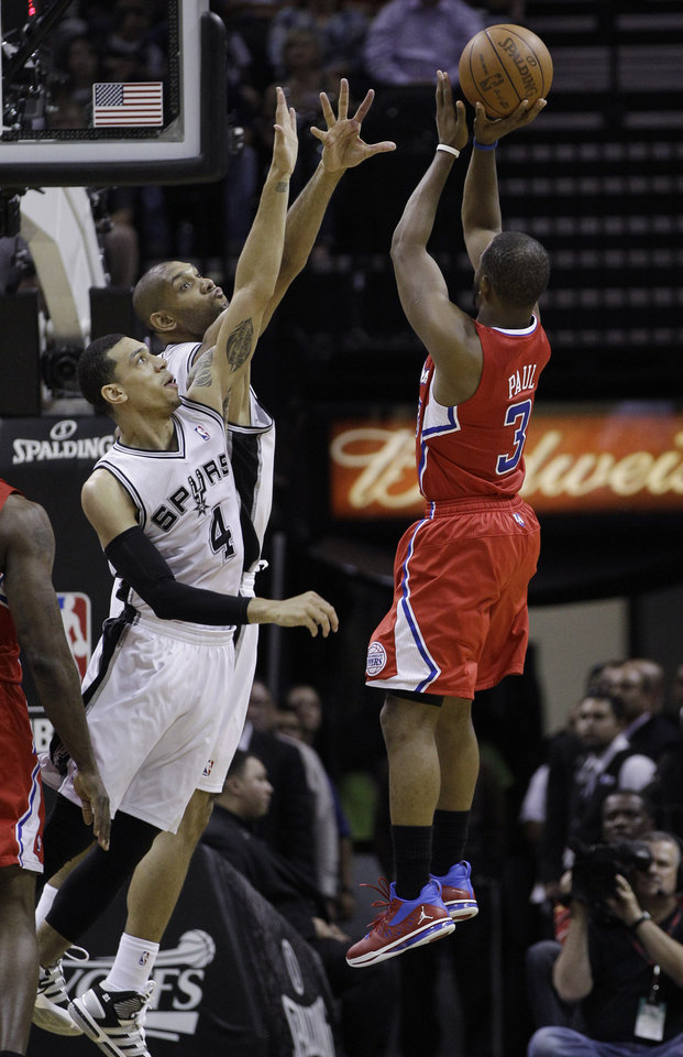 Photo -   San Antonio Spurs' Danny Green (4) and Tim Duncan, center, defend Los Angeles Clippers' Chris Paul (3) during the second quarter of Game 2 of an NBA basketball Western Conference semifinal playoff series on Thursday, May 17, 2012, in San Antonio. (AP Photo/Eric Gay)