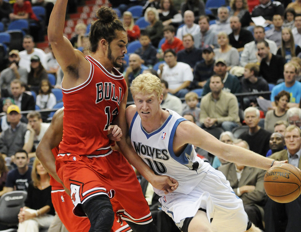 Minnesota Timberwolves' Chase Budinger, right, drives around Chicago Bulls' Joakim Noah in the first half of an NBA preseason basketball game, Saturday, Oct. 13, 2012 in Minneapolis. (AP Photo/Jim Mone)