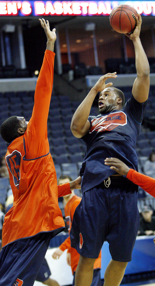 Photo - SYRACUSE UNIVERSITY / COLLEGE BASKETBALL / NCAA TOURNAMENT / SWEET SIXTEEN: Syracuse's Arinze Onuaku shoots the ball during media and practice day of the NCAA Men's Basketball Regional at the FedEx Forum on Thursday, March 26, 2009, in Memphis, Tenn. Syracuse will play Oklahoma in the Sweet 16 on Friday.  PHOTO BY CHRIS LANDSBERGER, THE OKLAHOMAN  ORG XMIT: KOD
