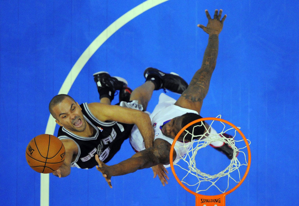 San Antonio Spurs guard Tony Parker, left, of France, shoots as Los Angeles Clippers guard Eric Bledsoe defends during the first half of their NBA basketball game, Thursday, Feb. 21, 2013, in Los Angeles. (AP Photo/Mark J. Terrill)