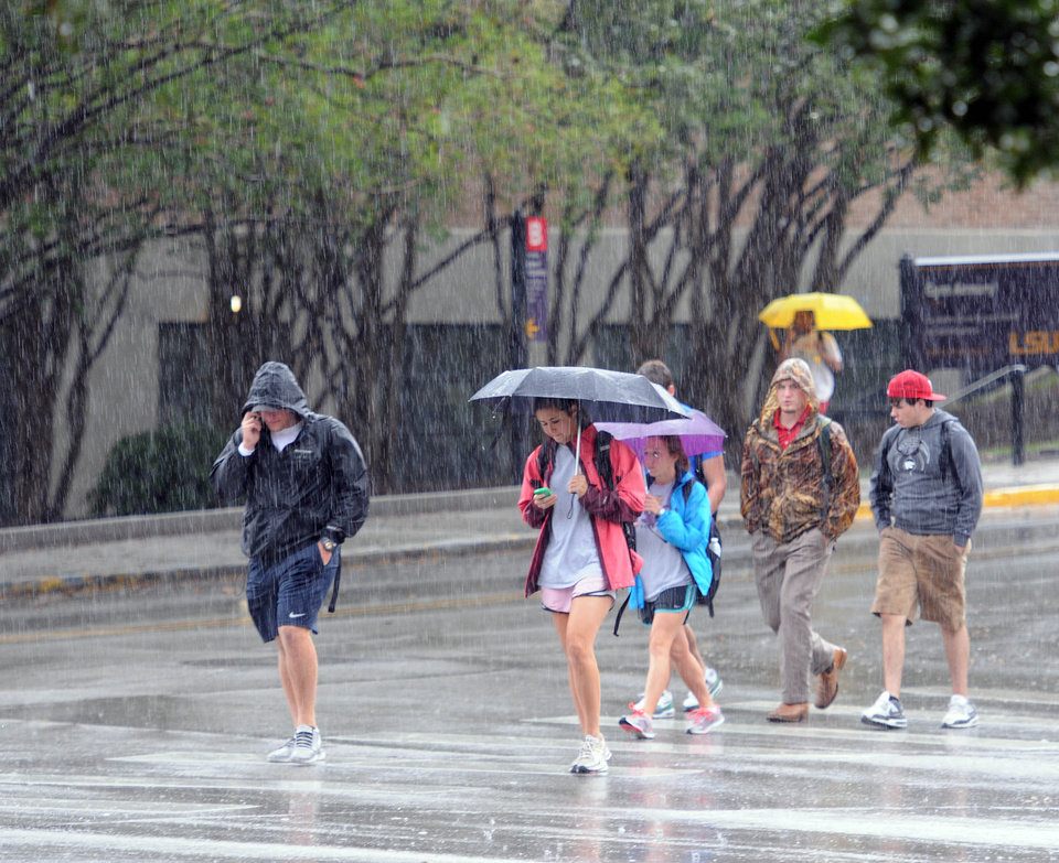 Photo -   Students, faculty and staff evacuate LSU's main campus in Baton Rouge, La. Monday, Sept. 17, 2012 after the emergency text message was sent out. Thousands of students, professors and workers were evacuated from Louisiana State University's main campus Monday following a bomb threat, school officials said. (AP Photo/The Daily Reveille, Catherine Threlkeld)