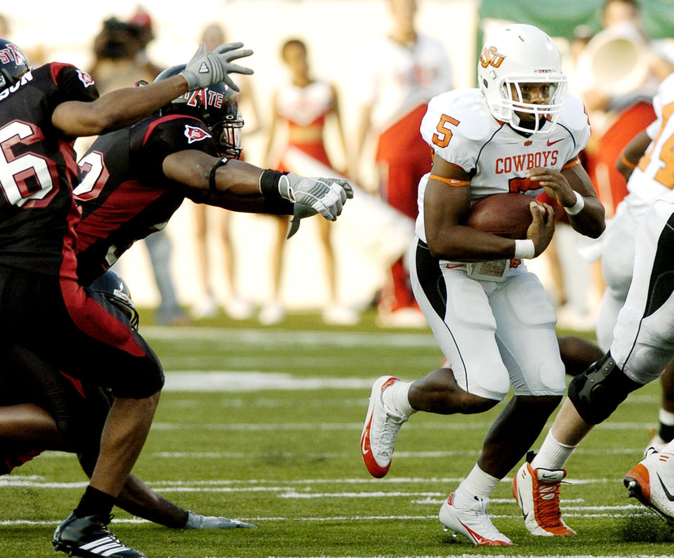 Photo - OSU running back Keith Toston runs through a hole in the ASU defense in the first half during the college football game between Oklahoma State University (OSU) Cowboys and Arkansas State University (ASU) Indians at War Memorial Stadium in Little Rock, Ark., Saturday September 9, 2006. BY MATT STRASEN, THE OKLAHOMAN. ORG XMIT: KOD