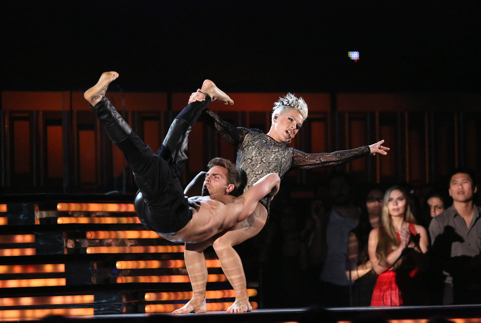 Photo - Pink performs