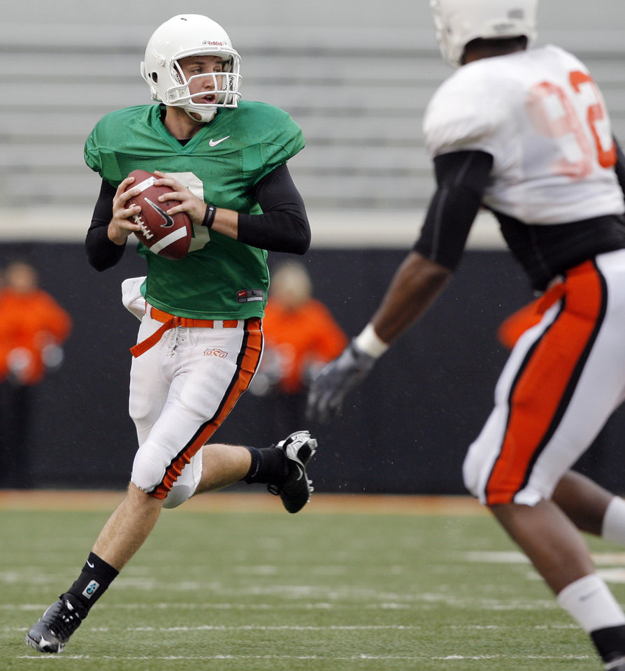 Photo - OSU quarterback Johnny Deaton (8) looks to pass as Darius Hart (92) defends during the Oklahoma State Orange and White spring football game at Boone Pickens Stadium in Stillwater, Okla., Saturday, April 17, 2010. Photo by Nate Billings, The Oklahoman