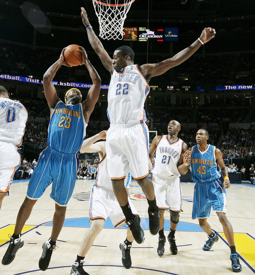 Photo - Devin Brown of the Hornets tries shoot by Oklahoma City's Jeff Green during the NBA basketball game between the Oklahoma City Thunder and the New Orleans Hornets at the Ford Center in Oklahoma City on Friday, Nov. 21, 2008.   BY BRYAN TERRY, THE OKLAHOMAN