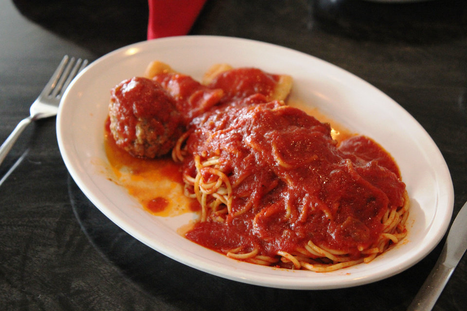 Photo - Dinners at Isle of Capri in Krebs are served wtih spaghetti with tomato sauce, meatball and ravioli.  DAVE CATHEY - THE OKLAHOMAN