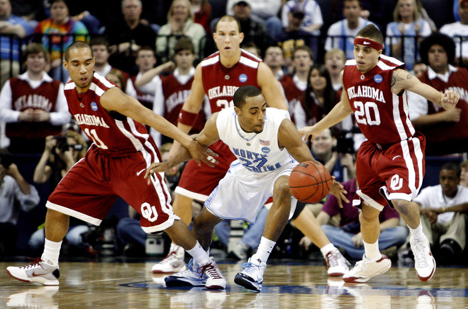 Photo - NCAA TOURNAMENT / COLLEGE BASKETBALL / ELITE 8 / UNIVERSITY OF OKLAHOMA / OU: North Carolina's Wayne Ellington (22) gets past the defense of Oklahoma's Omar Leary (11) and Austin Johnson (20) during the first half in the Elite Eight game of NCAA Men's Basketball Regional between the University of North Carolina and the University of Oklahoma at the FedEx Forum on Sunday, March 29, 2009, in Memphis, Tenn.  PHOTO BY CHRIS LANDSBERGER, THE OKLAHOMAN  ORG XMIT: KOD
