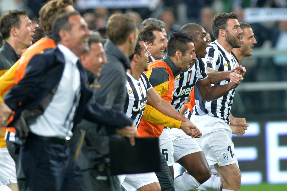 Photo - Juventus players celebrate at the end of a Serie A soccer match againsts Atalanta, at the Juventus stadium, in Turin, Italy, Monday, May 6, 2014. Juventus clinched its third straight and 30th overall Serie A title. (AP Photo/Massimo Pinca)