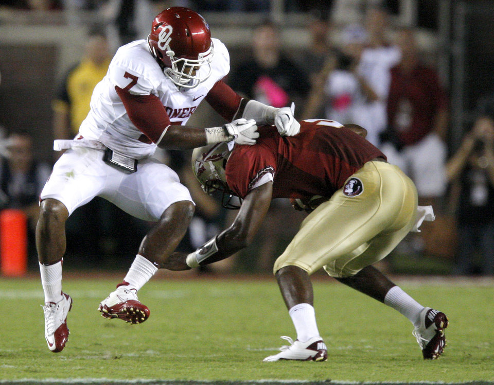 Oklahoma's Corey Nelson (7) tries to bring down Florida's EJ Manuel (3) during a college football game between the University of Oklahoma (OU) and Florida State (FSU) at Doak Campbell Stadium in Tallahassee, Fla., Saturday, Sept. 17, 2011. Photo by Bryan Terry, The Oklahoman