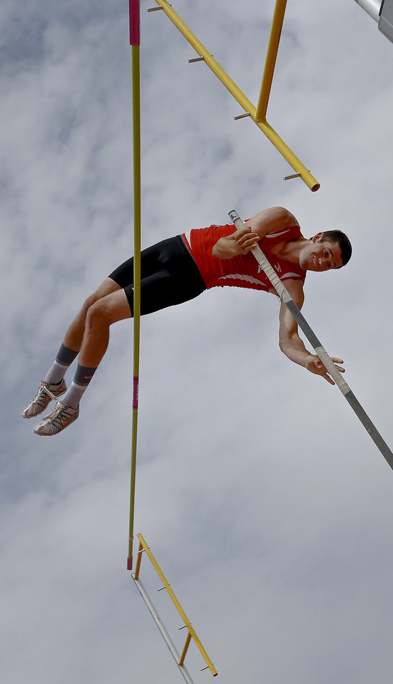 Photo - Grove's Matt Jeffries competes in the Class 5A boys pole vault during the Class 6A and 5A state championship track meet at Yukon High School on Saturday, May 17, 2014 in Yukon, Okla.   Photo by Chris Landsberger, The Oklahoman