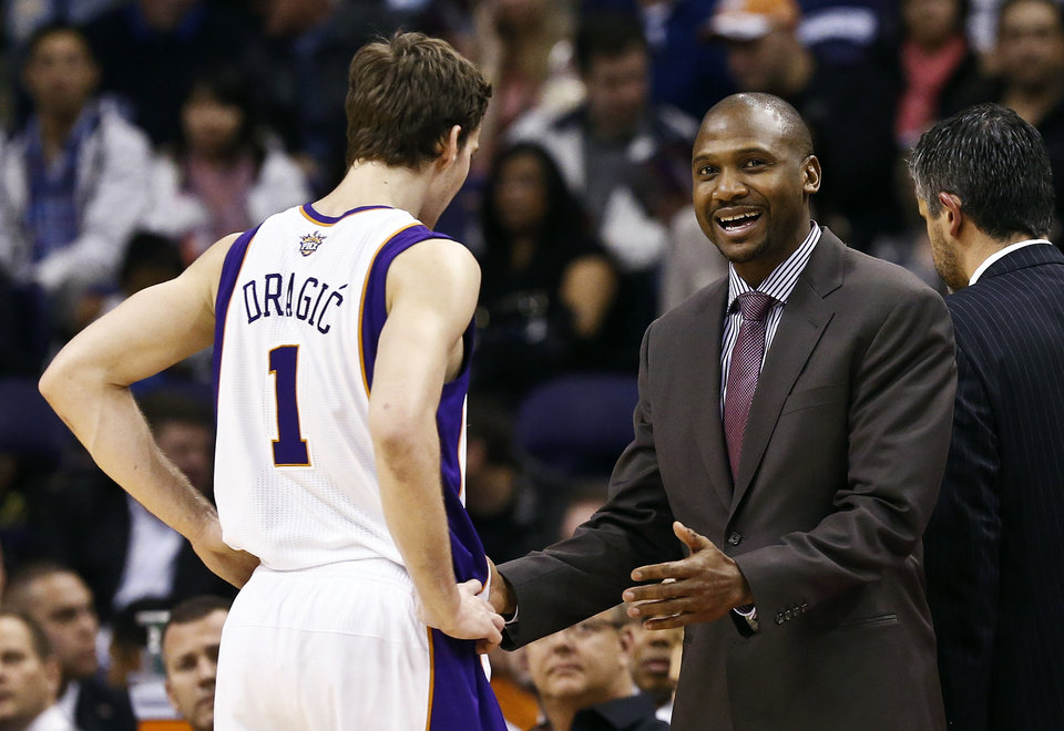Photo - Phoenix Suns interim head coach Lindsey Hunter, right, talks with Goran Dragic (1), of Slovenia, during the first half in an NBA basketball game against the Los Angeles Clippers, Thursday, Jan. 24, 2013, in Phoenix. (AP Photo/Ross D. Franklin)