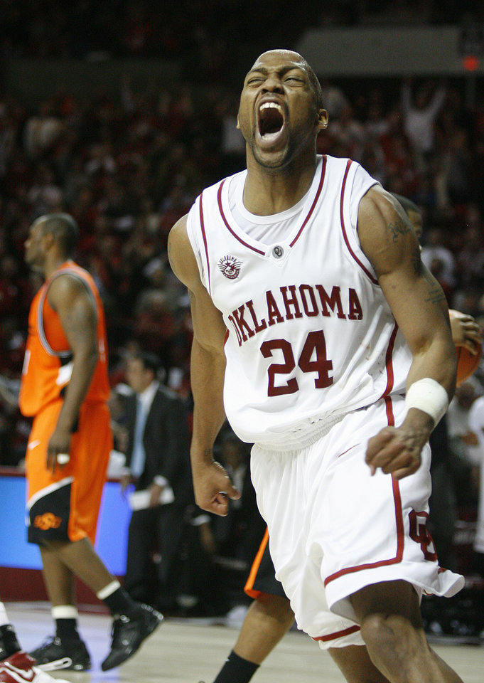 Photo - OSU: OU's Nate Carter reacts in the second half to a basket during the bedlam men's college basketball game between the University of Oklahoma Sooners and the Oklahoma State University Cowboys at Lloyd Noble Center in Norman, Okla., Wednesday, Feb., 7, 2007.  By Bryan Terry, The Oklahoman ORG XMIT: KOD