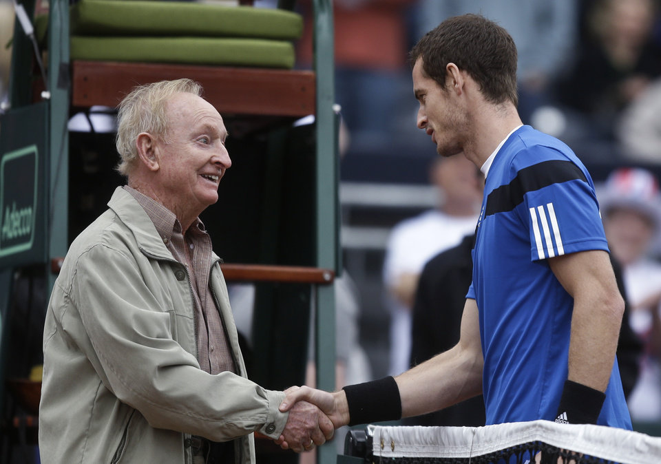 Photo - Tennis Hall-of-Famer Rod Laver, who won 11 Grand Slam titles and 200 tournaments, shakes hands with Britain's Andy Murray prior to flipping the coin for Murray's Davis Cup match against Donald Young, of the United States, Friday, Jan. 31, 2014, in San Diego. (AP Photo/Lenny Ignelzi)