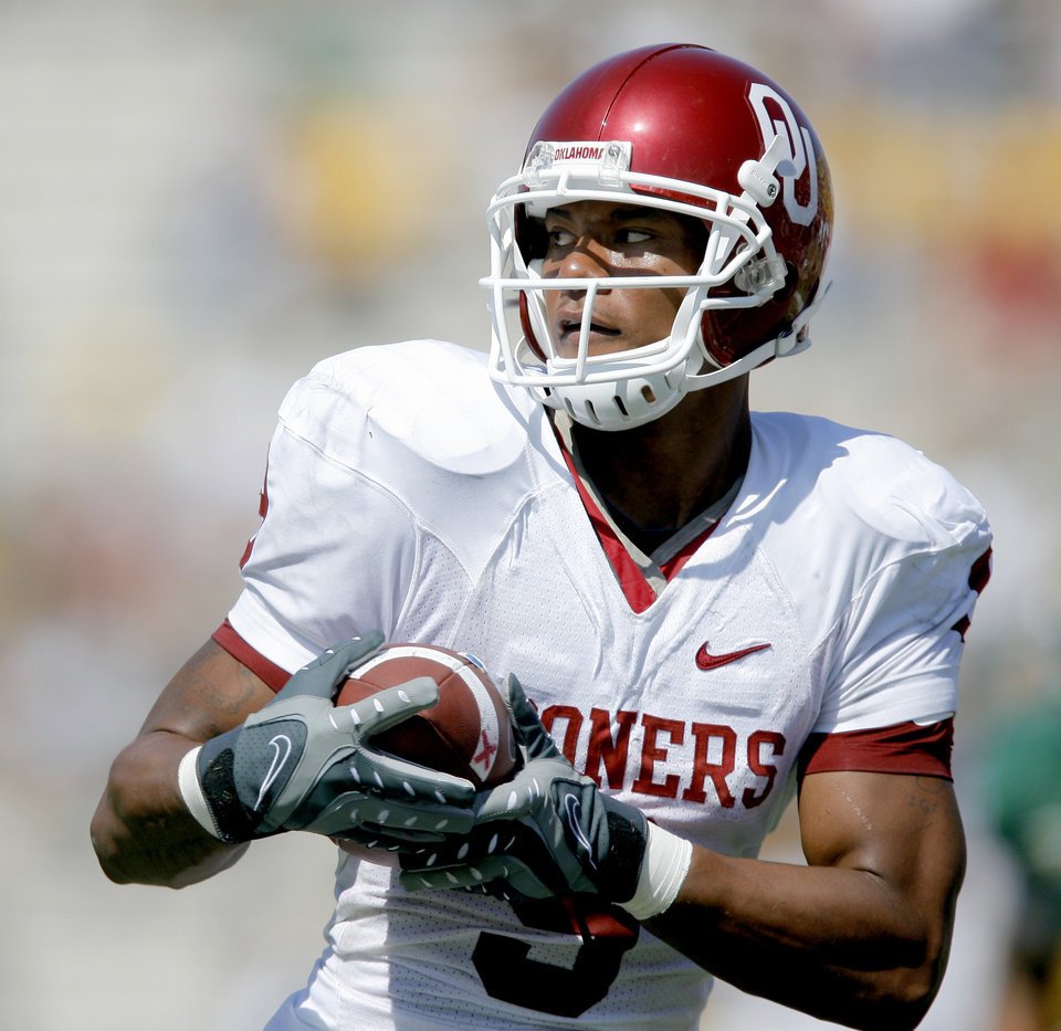 in the first half during the college football game between Oklahoma (OU) and Baylor University at Floyd Casey Stadium in Waco, Texas, Saturday, October 4, 2008.   BY BRYAN TERRY, THE OKLAHOMAN