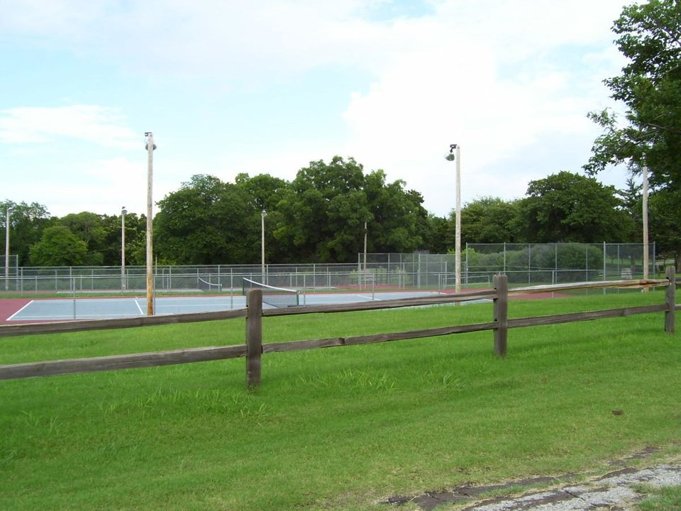 Tennis courts at Highland park.<br/><b>Community Photo By:</b> Jimmy J<br/><b>Submitted By:</b> jimmy, guthrie
