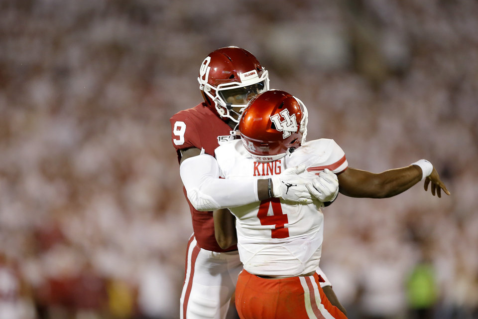 Photo - Oklahoma's Kenneth Murray (9) hits Houston's D'Eriq King (4) during a college football game between the University of Oklahoma Sooners (OU) and the Houston Cougars at Gaylord Family-Oklahoma Memorial Stadium in Norman, Okla., Sunday, Sept. 1, 2019. Oklahoma won 49-31. [Bryan Terry/The Oklahoman]
