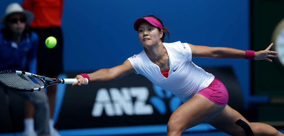 Photo - Li Na of China makes a forehand return to Belinda Bencic of Switzerland during their second round match at the Australian Open tennis championship in Melbourne, Australia, Wednesday, Jan. 15, 2014.(AP Photo/Aaron Favila)