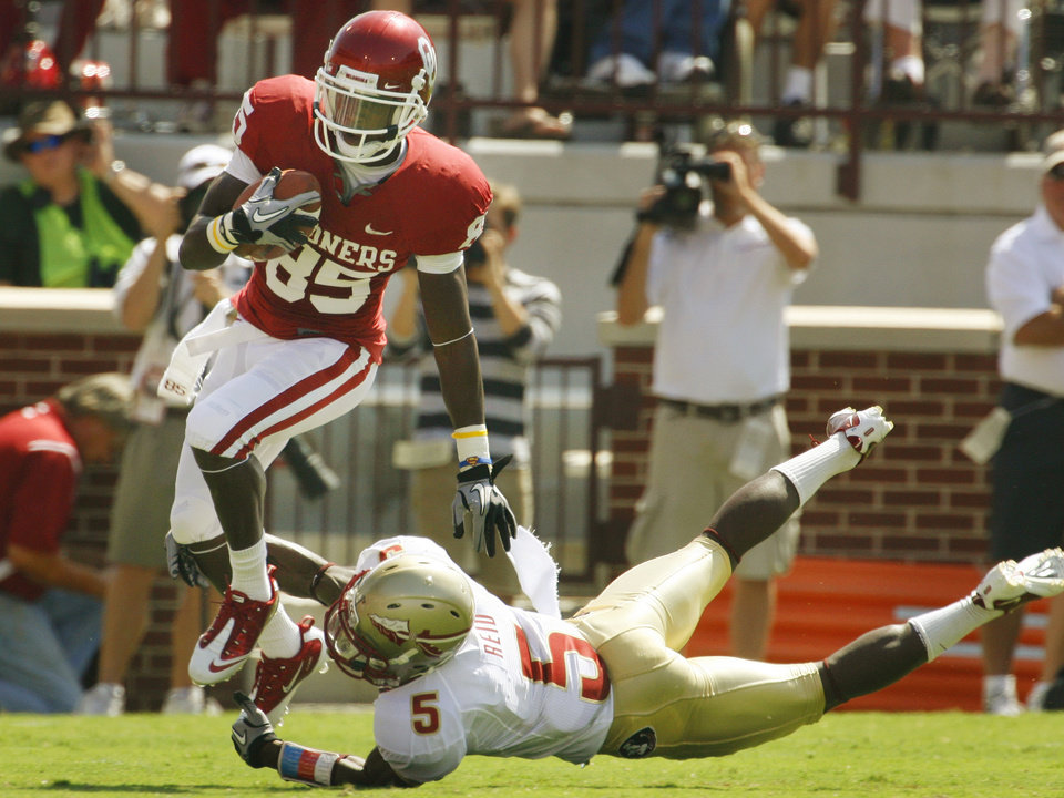 Photo - Ryan Broyles (85) slips the tackle of Greg Reid (5) during the first half of the college football game between the University of Oklahoma Sooners (OU) and Florida State University Seminoles (FSU) at the Gaylord Family-Oklahoma Memorial Stadium on Saturday, Sept. 11 2010, in Norman, Okla.   Photo by Steve Sisney, The Oklahoman