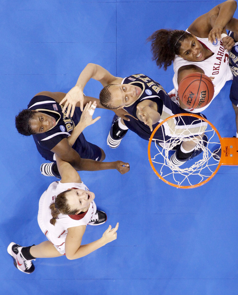 OU's Courtney Paris, right shoots the ball in front of Pittsburgh's Pepper Wilson, and Chelsea Cole, left, as Whitney Hand watches during the NCAA women's basketball tournament game between Oklahoma and Pittsburgh at the Ford Center in Oklahoma City, Sunday, March 29, 2009.  PHOTO BY BRYAN TERRY, THE OKLAHOMAN