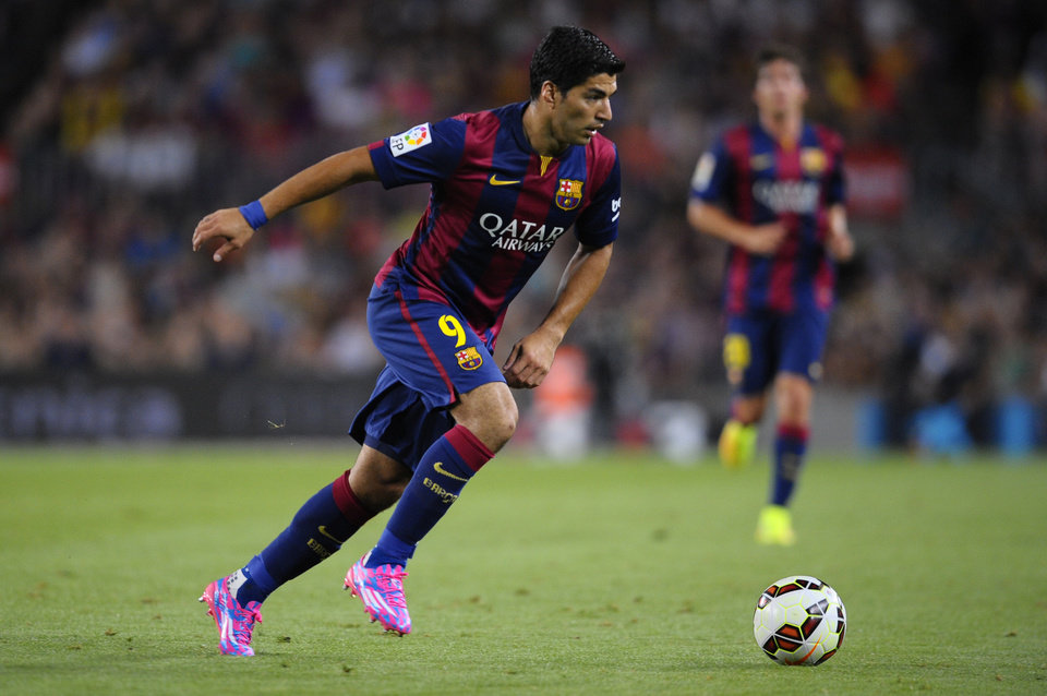 Photo - Barcelona's Luis Suarez, from Uruguay, controls the ball during the Joan Gamper trophy friendly soccer match against Leon at the Camp Nou in Barcelona, Spain, Monday, Aug. 18, 2014. (AP Photo/Manu Fernandez)