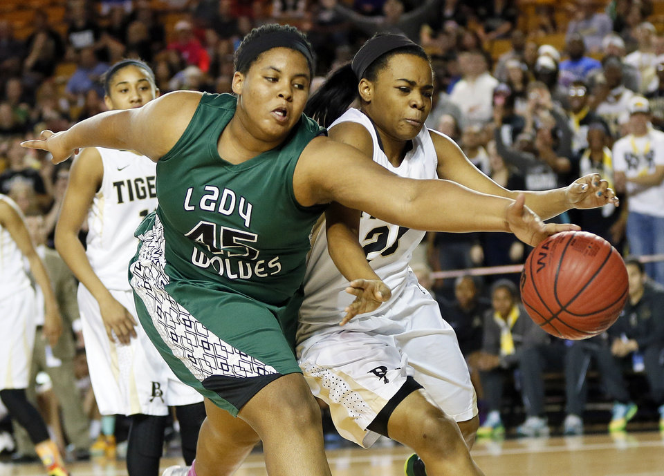 Photo - Edmond Santa Fe's Alaina Cooper (45) and Broken Arrow's Tierra Jones (25) chase a loose ball during the Class 6A girls championship game in the state high school basketball tournament between Broken Arrow and Edmond Santa Fe at the Mabee Center in Tulsa, Okla., Saturday, March 15, 2014. Photo by Nate Billings, The Oklahoman