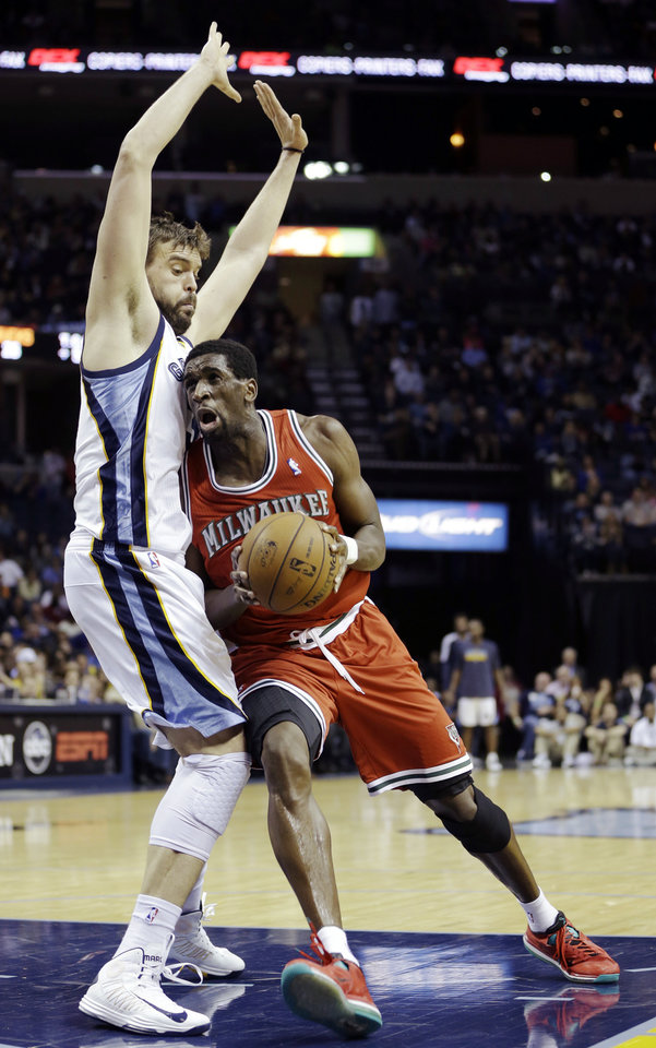 Photo - Milwaukee Bucks' Ekpe Udoh, right, drives against Memphis Grizzlies' Marc Gasol, of Spain, during the first half of an NBA basketball game in Memphis, Tenn., Wednesday, Dec. 19, 2012. (AP Photo/Danny Johnston)