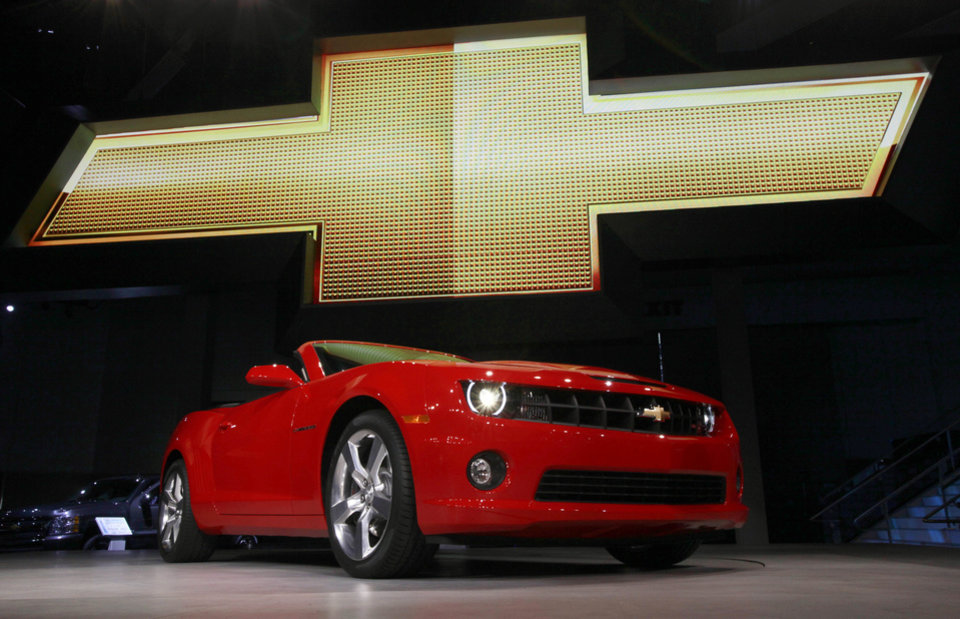 "In this Wednesday, Nov. 17, 2010, file photo, the 2011 Chevrolet Camaro convertible debuts at the Los Angeles Auto Show. General Motors is recalling nearly 512,000 Chevrolet Camaro muscle cars from the 2010 to 2014 model years. A driver's knee can bump the key and knock the switch out of the ""run"" position, causing an engine stall. (AP Photo/Reed Saxon, File)"