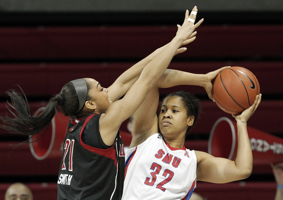 Photo - SMU guard Raven Short (32) looks to pass as Louisville's Bria Smith (21) defends in the first half of an NCAA college basketball game on Sunday, Jan. 19, 2014, in Dallas. (AP Photo/Brandon Wade)
