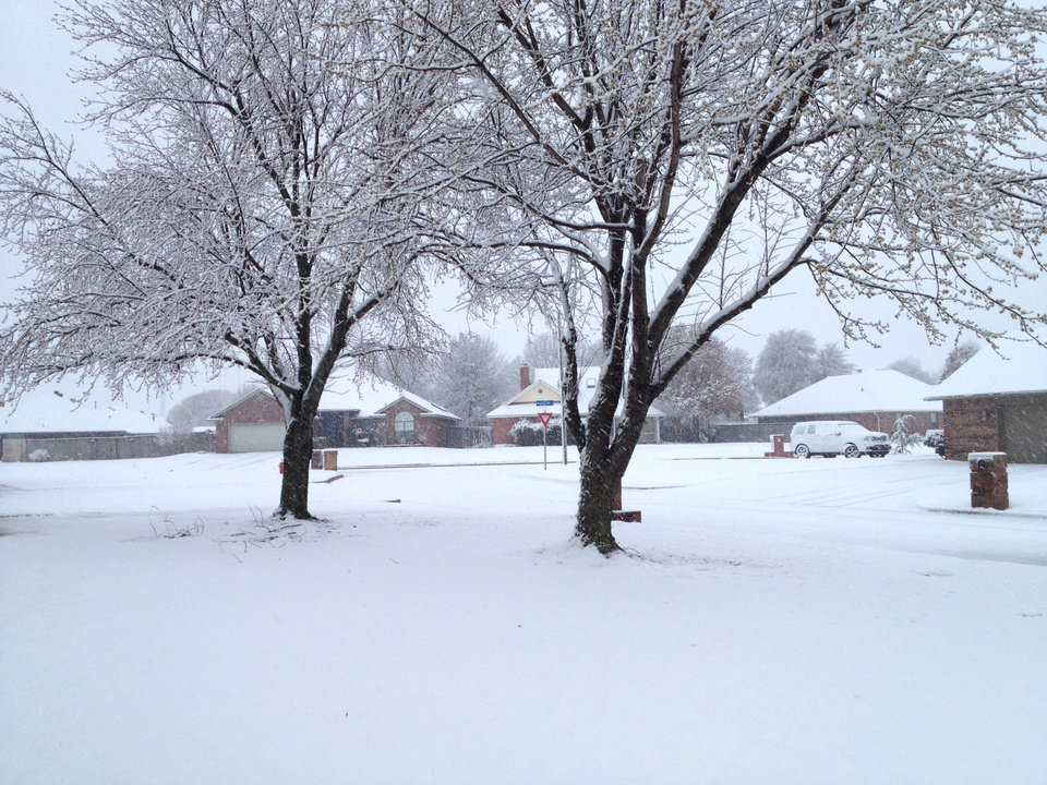 Photo - Snow in Midwest City Wednesday morning. Photo by Jim Beckel, The Oklahoman