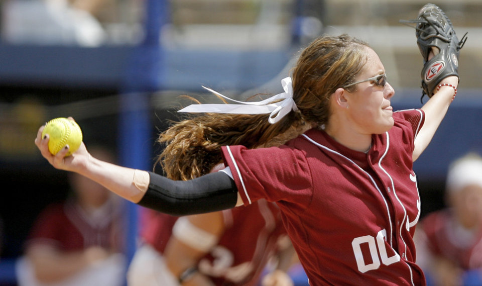 Photo - Alabama's Kelsi Dunne pitches during the Women's College World Series game between Alabama and Arizona at ASA Hall of Fame Stadium in Oklahoma City, Saturday, May 31, 2008. BY BRYAN TERRY, THE OKLAHOMAN