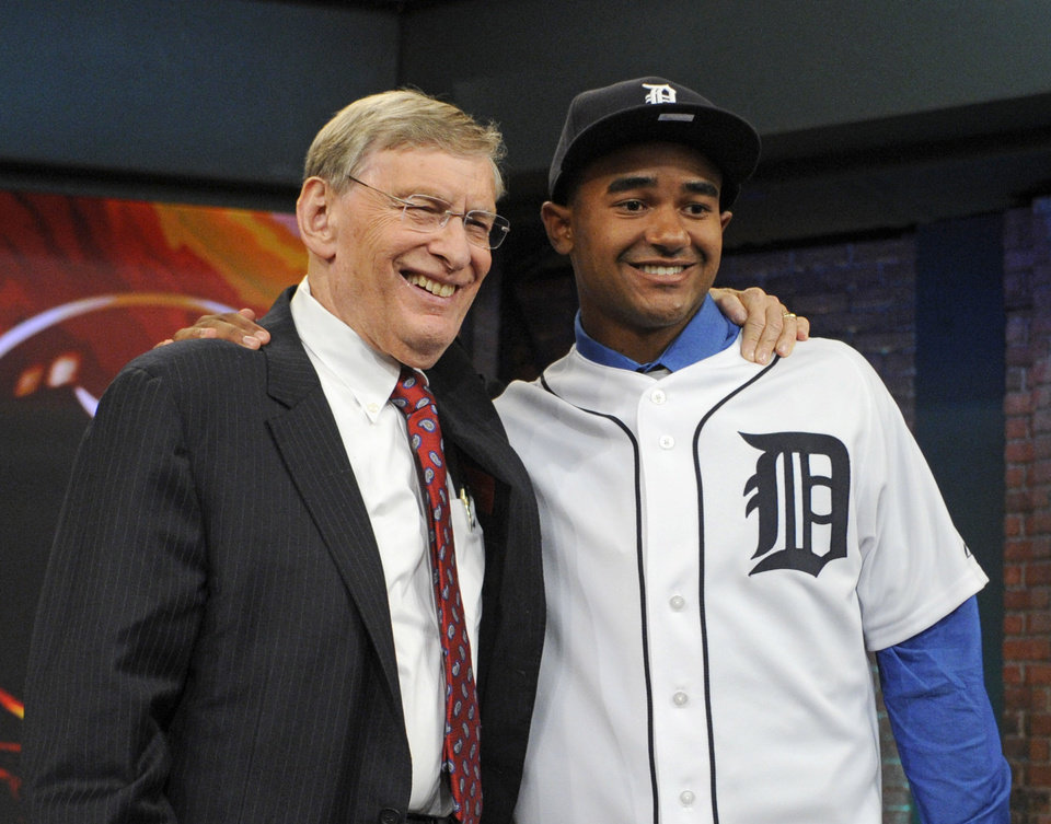 Photo - Baseball Commissioner Bud Selig, left, poses with outfielder Derek Hill from Elk Grove High School in Sacramento, California, at the 2014 MLB baseball draft Thursday, June 5, 2014, in Secaucus, N.J. Hill was selected by the Detroit Tigers with the 23rd pick in the first round. (AP Photo/Bill Kostroun)