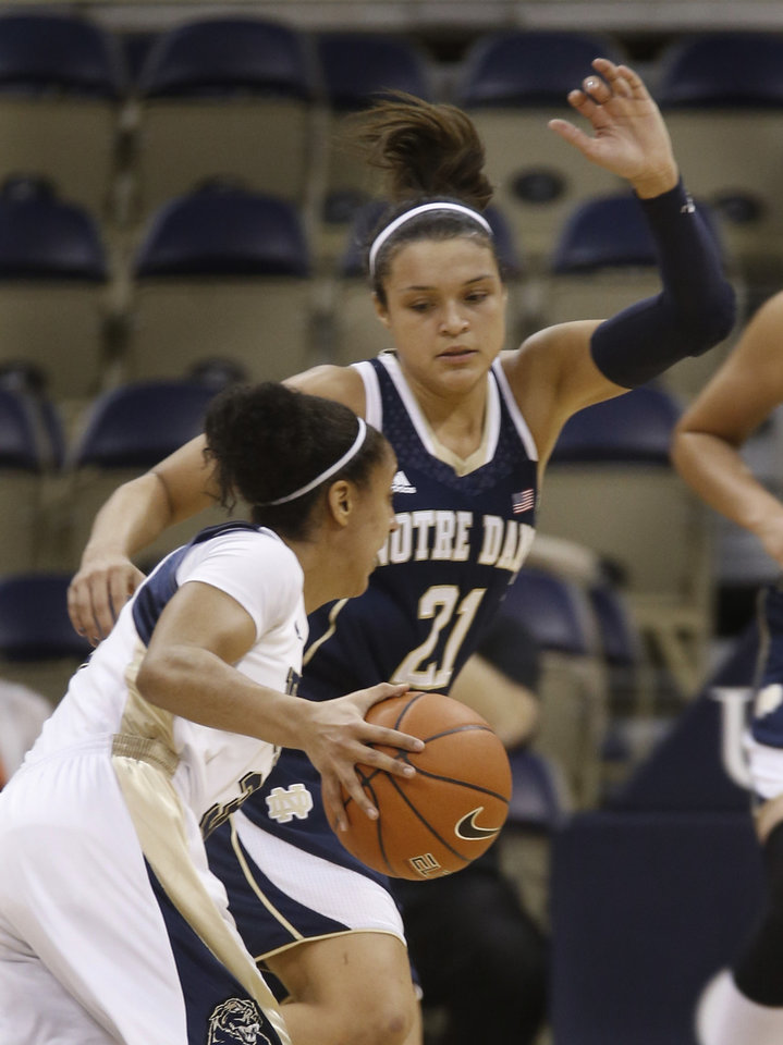 Photo - Notre Dame's Kayla McBride (21) guards Pittsburgh's Brianna Kiesel during the first half of an NCAA college basketball game Thursday, Jan. 16, 2014, in Pittsburgh. (AP Photo/Keith Srakocic)