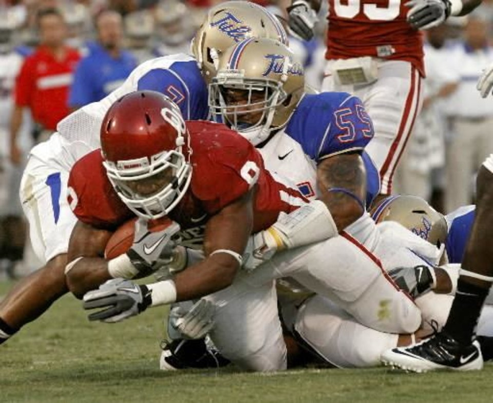 Photo - Dominique Whaley (8) runs as Joe King (59) takes him down during the first half of the college football game between the University of Oklahoma Sooners ( OU) and the Tulsa University Hurricanes (TU) at the Gaylord Family-Memorial Stadium on Saturday, Sept. 3, 2011, in Norman, Okla. Photo by Steve Sisney, The Oklahoman ORG XMIT: KOD