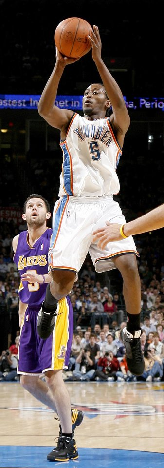 Oklahoma City's Kyle Weaver shoots the ball in front of Jordan Farmer of the Lakers during the NBA basketball game between the Los Angeles Lakers and the Oklahoma City Thunder at the Ford Center,Tuesday, Feb. 24, 2009. The Thunder lost 107-93. PHOTO BY BRYAN TERRY, THE OKLAHOMAN