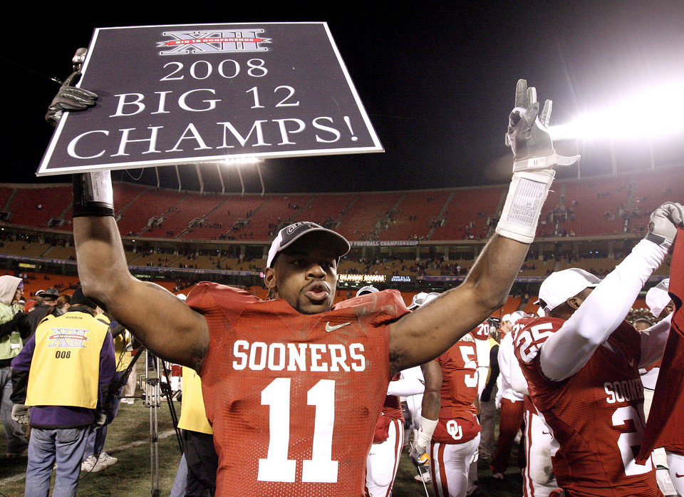 Photo - OU's Lendy Holmes celebrates after winning the Big 12 Championship college football game between the University of Oklahoma Sooners (OU) and the University of Missouri Tigers (MU) on Saturday, Dec. 6, 2008, at Arrowhead Stadium in Kansas City, Mo. 