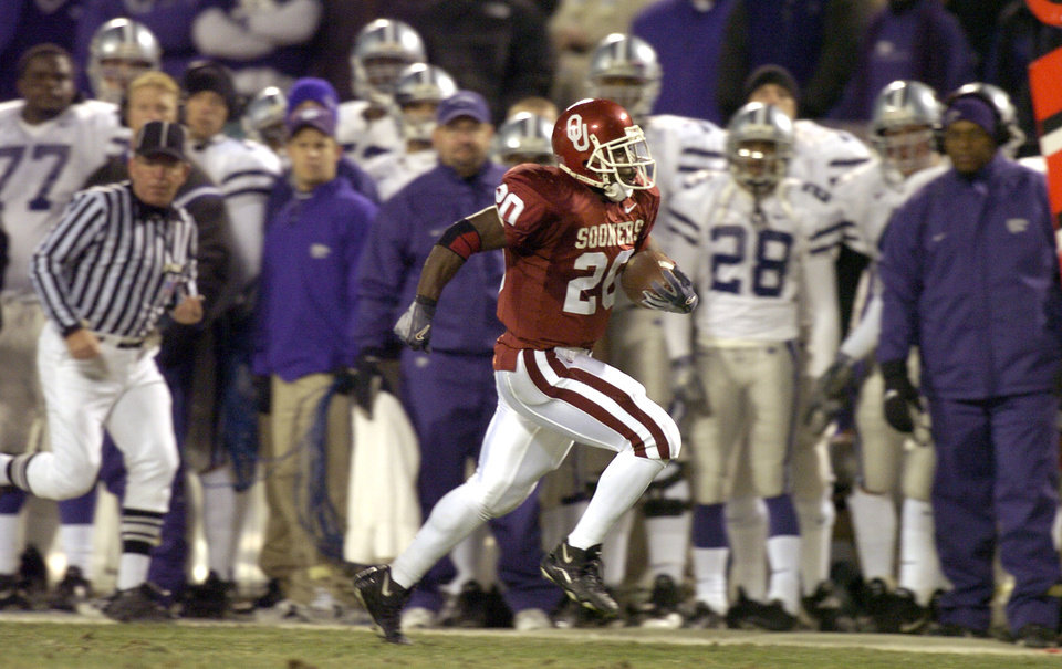 Photo - UNIVERSITY OF OKLAHOMA VS KANSAS STATE UNIVERSITY BIG 12 CHAMPIONSHIP COLLEGE FOOTBALL AT ARROWHEAD  STADIUM IN KANSAS CITY, MISSOURI, DECEMBER 6, 2003.  OU Sooner #20 Kejuan Jones runs for a touchdown against KSU.  Staff photo by Ty Russell
