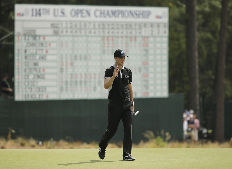 Photo - Martin Kaymer, of Germany, waves on the 18th green during the second round of the U.S. Open golf tournament in Pinehurst, N.C., Friday, June 13, 2014. (AP Photo/Chuck Burton)