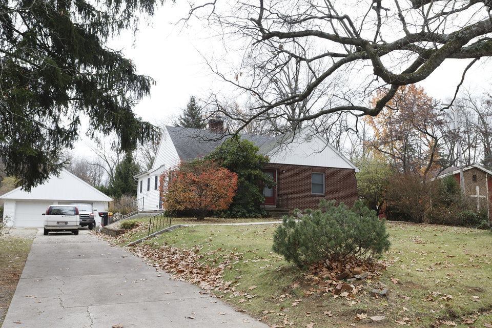 Photo -   The house at 5142 Harvest Lane in Toledo, Ohio is seen Tuesday Nov. 13, 2012. Three children, their uncle, and their grandmother were found dead inside a garage at the house Monday in what appears to be a murder-suicide amid a custody dispute in Toledo, Ohio. (AP Photo/Rick Osentoski)