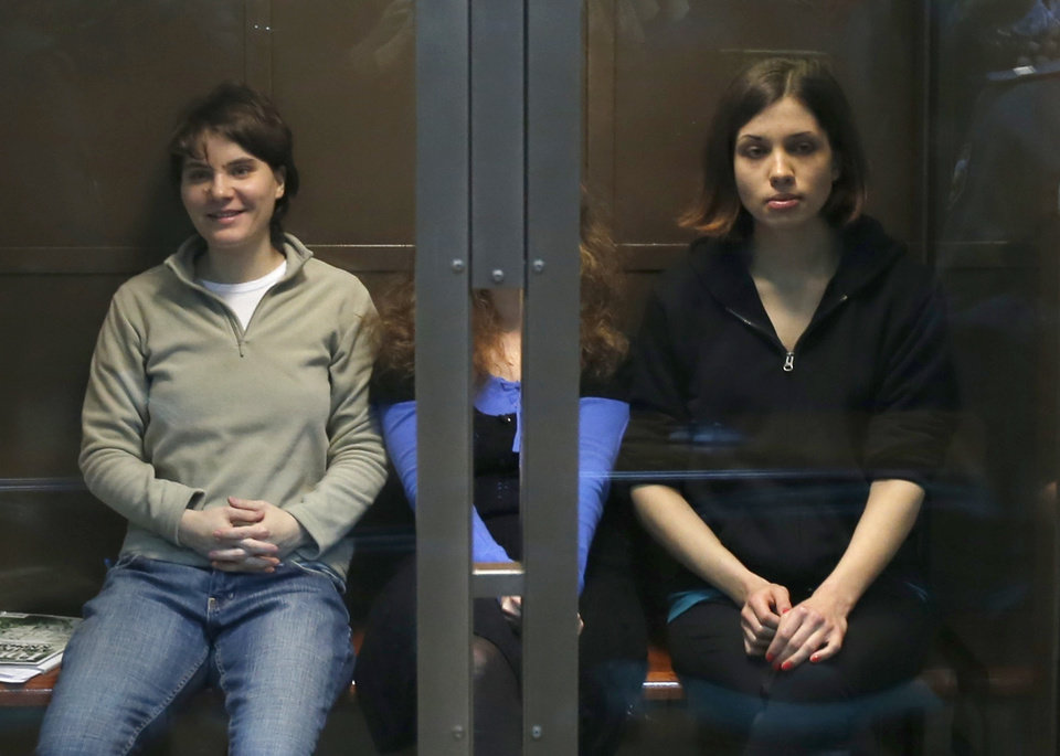 Photo -   Feminist punk group Pussy Riot members, from left, Maria Alekhina, Yekaterina Samutsevich and Nadezhda Tolokonnikova sit in a glass cage in a court room in Moscow, Wednesday. Oct. 10, 2012. Three members of the punk band Pussy Riot are set to make their case before a Russian appeals court that they should not be imprisoned for their irreverent protest against President Vladimir Putin. Their impromptu performance inside Moscow's main cathedral in February came shortly before Putin was elected to a third term. The three women were convicted in August of hooliganism motivated by religious hatred and sentenced to two years in prison. (AP Photo/Sergey Ponomarev)